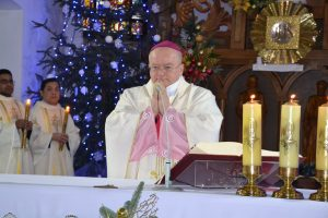 Єпископ-помічник Ян Собіло під час молитви