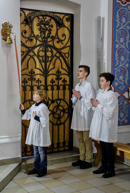 Міністранти в харківському кафедральному соборі